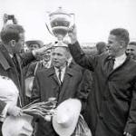 Tre Kronor jubileras efter VM-Guld 1957 i Moskva.